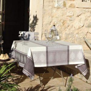 Tischläufer & Tischdecken